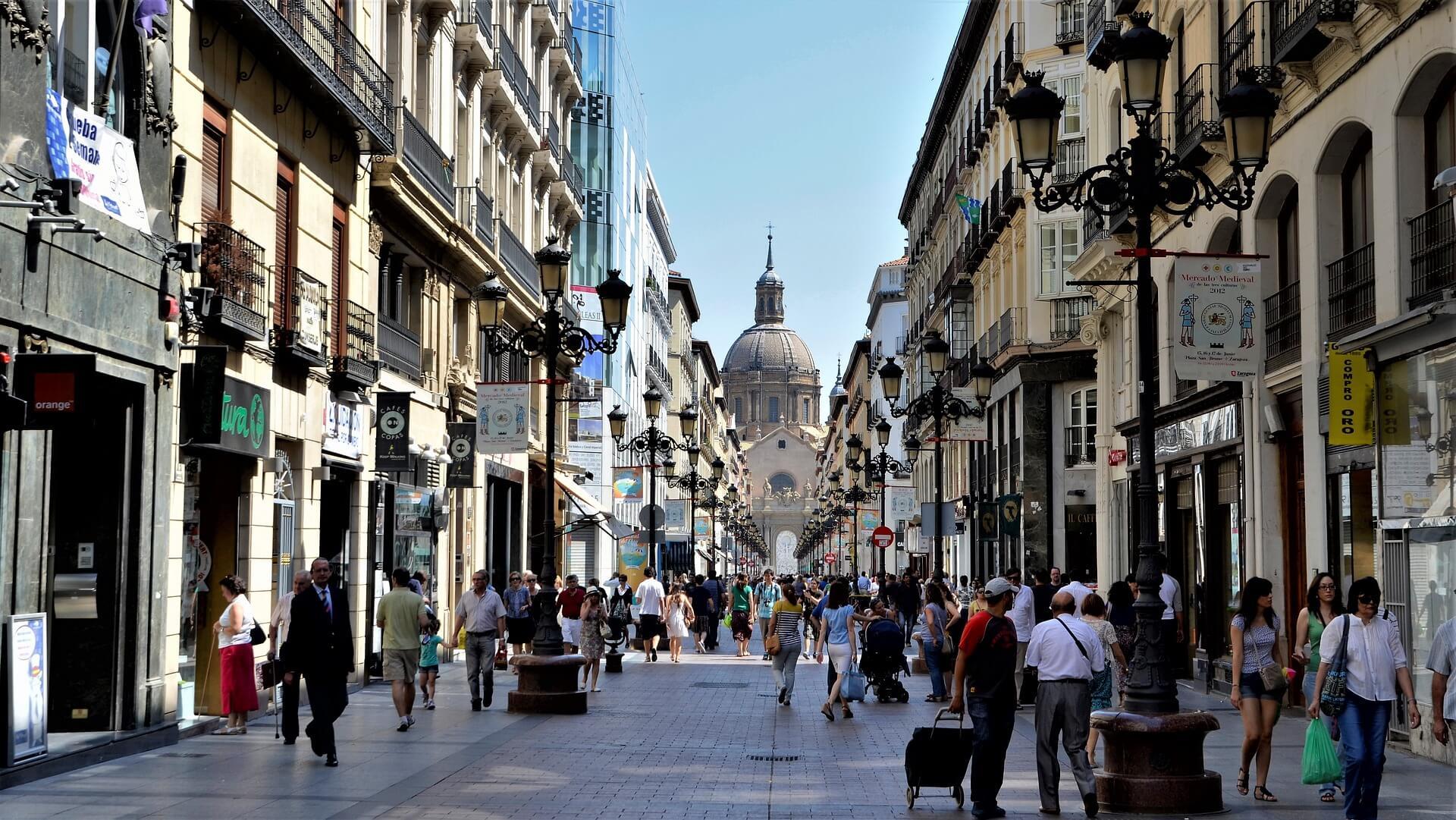 Blick auf die Basilika Pilar in Zaragoza