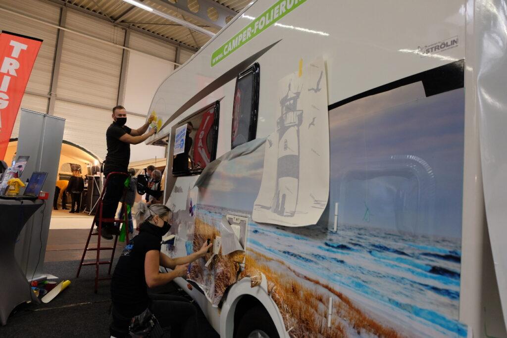 Folierung für Reisemobil, Van, Wohnwagen bei der Messe Reisen & Caravan in Erfurt.